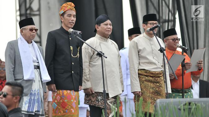 Pasangan capres dan cawapres Joko Widodo-Ma'ruf Amin dan Prabowo Subianto-Sandiaga Uno saat Deklarasi Kampanye Damai di Monas, Jakarta, Minggu (23/9). Deklarasi menandai dimulainya masa kampanye Pemilu 2019. (Merdeka.com/Iqbal Nugroho)