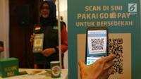 Proses scan QR Code melalui dompet digital Go-Pay saat peluncuran kerja sama strategis pemberdayaan ekonomi umat berbasis digital di Jakarta (16/7/2019). Kerja sama Gojek, Go-Pay, dan NU Care-LazisNU diharapkan dapat memudahkan 90 juta warga NU dalam bersedekah. (Liputan6.com/Angga Yuniar)
