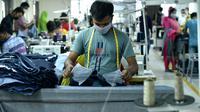 Aktivitas pekerja di pabrik garmen di Dhaka, Bangladesh (12/8/2020). Dari total pendapatan tersebut, data Biro Promosi Ekspor menunjukkan bahwa pendapatan Bangladesh dari produk garmen siap pakai, termasuk rajut dan tenun, mencapai 3,24 miliar dolar AS (1 dolar AS = Rp14.777). (Xinhua)