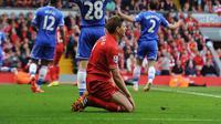 Reaksi Steven Gerrard usai melakukan blunder pada pertandingan Liverpool melawan Chelsea. (Skysports).