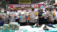 Kapolda Sumut, Irjen Pol Martuani Sormin, saat memaparkan kasus narkoba di depån Kamar Jenazah RS Bhayangkara