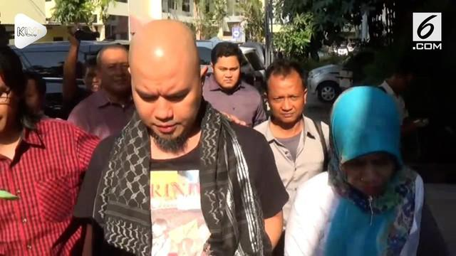 Polda Jawa Timur telah menetapkan musisi Ahmad Dhani menjadi tersangka ujaran kebencian.