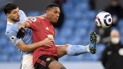 Anthony Martial. Memasuki musim ketujuhnya bersama Manchester United usai didatangkan dari AS Monaco pada 2015/2016, ia telah tampil dalam 265 laga dengan mencetak 79 gol dan 50 assist. Nilai pasarnya pun turun dari 45 juta euro menjadi 35 juta euro atau setara Rp.575 miliar. (AFP/Pool/Peter Powell)