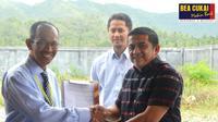 Kepala Kantor Wilayah Bea Cukai Aceh, Safuadi saat memberikan izin kawasan berikat (KB) kepada PT Pasha Jaya.