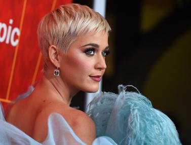 Penampilan Cantik Katy Perry di Gala amfAR 2018