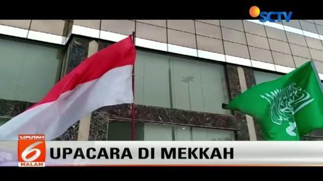 Upacara pengibaran Bendera Merah Putih dilakukan oleh Panitia Penyelenggara Ibadah Haji (PPIH) di Mekah, Arab Saudi.