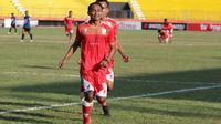 Gelandang Persis, Iman Budi Hernandi, setelah mencetak gol ke gawang Sulut United di Stadion Wilis, Madiun, Senin (29/7/2019). (Bola.com/Vincentius Atmaja)