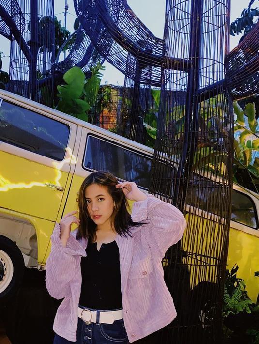 Perempuan muda Adhisty Zara namanya semakin bersinar di industri hiburan tanah air, terutama dunia perfilman. Ia mengawali kariernya sebagai anggota Idol Grup JKT48. Meski sudah terbilang sukses, masih banyak hal yang ingin dicapainya. (Instagram/zaraadhsty)
