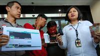 Unit PPA Polrestabes Surabaya menangkap seorang suami asal Surabaya berinisial MS (29) yang menjual istrinya (Foto:Liputan6.com/Dian Kurniawan)