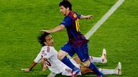 Alessandro Nesta saat membela AC Milan dan selalu menyulitkan Lionel Messi (PIERRE-PHILIPPE MARCOU / AFP)