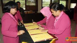 Citizen6, Kendal: Setelah acara sertijab Kapolsek tersebut selesai kemudian dilanjutkan dengan Sertijab Ketua Ranting Bhayangkari Weleri dan Limbangan. (Pengirim: Aryo Widiyanto)