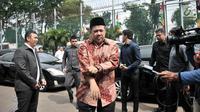 Wakil Ketua DPR Fahri Hamzah tiba di Rutan Klas I Cipinang, Jakarta, Rabu (6/2). Selain menjenguk, Fadli Zon dan Fahri mempertanyakan rencana pemindahan Ahmad Dhani ke Surabaya guna menjalani persidangan atas kasus yang sama. (Merdeka.com/Iqbal S Nugroho)