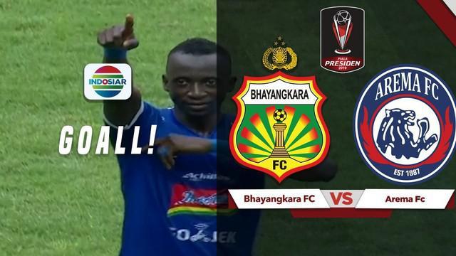 Berita video momen gol tak terduga gelandang Arema FC, Makan Konate, saat menghadapi Bhayangkara FC pada perempat final Piala Presiden 2019, Sabtu (30/3/2019).