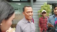 Ketua Bantuan Hukum Front Pembela Islam (FPI), Sugito Atma Pawiro mendatangi Ditreskrimsus Polda Metro Jaya pada Sabtu (25/5/2019). (Merdeka/Hari Aryati)