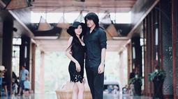 Kevin Aprilio dan Vicy sering memamerkan kemesraan di akun Instagram masing-masing. Banyak netizen yang menyebut jika Kevin dan Vicy merupakan pasangan yang serasi. (Liputan6.com/IG/@kevinaprilio)