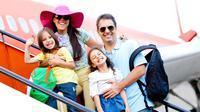 Melakukan perjalanan atau traveling bersama anak, orangtua bisa mengajarkan banyak hal tentang kehidupan. (Foto: Parents.com)