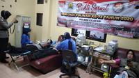 PMI Cilacap jemput bola dengan sistem mobile untuk memenuhi kebutuhan darah yang mencapai setidaknya 1.200 kantong per bulan. (Foto: Liputan6.com/PMI Cilacap untuk Muhamad Ridlo)