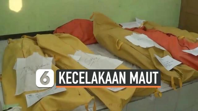 7 korban tewas kecelakaan maut di tol Cipali KM 117  berada di RSUD Subang. Seluruh korban telah teridentifikasi dan menunggu diambil oleh keluarganya.