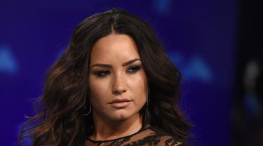 Demi Lovato Umbar Bagian Intim di MTV VMA