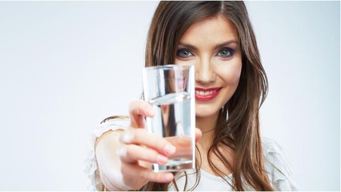 Wah Ini 4 Manfaat Minum Air Hangat Setiap Hari Untuk Kesehatan Anda Beauty Fimela Com