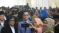 Selfie bersama Gibran Rakabuming Raka di pesta adat Kahiyang Ayu-Bobby Nasution (Liputan6.com/ Reza Efendi)