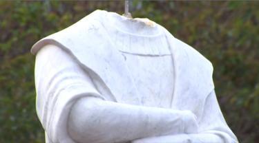 Patung Christopher Columbus dipenggal di kota Boston.