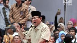 Capres nomor urut 02 Prabowo Subianto memberi sambutan dalam Pembekalan Relawan Prabowo-Sandiaga di Istora Senayan, Jakarta, Kamis (22/11). Pembekalan dihadiri oleh ribuan relawan. (Merdeka.com/Iqbal Nugroho)