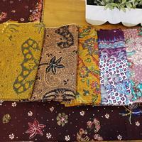 Batik Lasem kini diangkat dengan siluet yang kekinian oleh desainer muda Indonesia (Foto: Vinsensia Dianawanti)