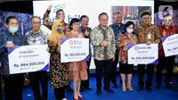 Wamen BUMN Kartika Wirjoatmodjo foto bersama jajaran Direksi Perbankan usai peluncuran Penjaminan Kredit Modal Kerja untuk UMKM di Jakarta, Rabu (8/7/2020). PT. Askrindo menandatangani perjanjian kerjasama penjaminan (PKP) dengan bank penyalur kredit modal kerja untuk. (Liputan6.com/HO/Askrindo)