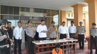 Penculik anak dan pencabul anak tiri yang ditangkap Polres Siak (berbaju tahanan). (Liputan6.com/Istimewa/M Syukur)