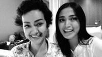 Jessica Iskandar saat mengunjungi Julia Perez (Instagram/@inijedar)