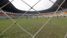 Para Pemain Timnas Indonesia seleksi tahap ke-2 tengah berlatih di Stadion Pakansari, Bogor, Selasa (16/8/2016). (Bola.com/Nicklas Hanoatubun)