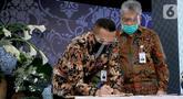 Direktur Operasional Ritel Askrindo Anton F Siregar saat penandatanganan kerjasama dengan perbankan dalam peluncuran Penjaminan Kredit Modal Kerja untuk UMKM di Jakarta, Rabu (8/7/2020). Penandatanganan dilakukan dengan program Pemulihan Ekonomi Nasional (PEN). (Liputan6.com/HO/Askrindo)