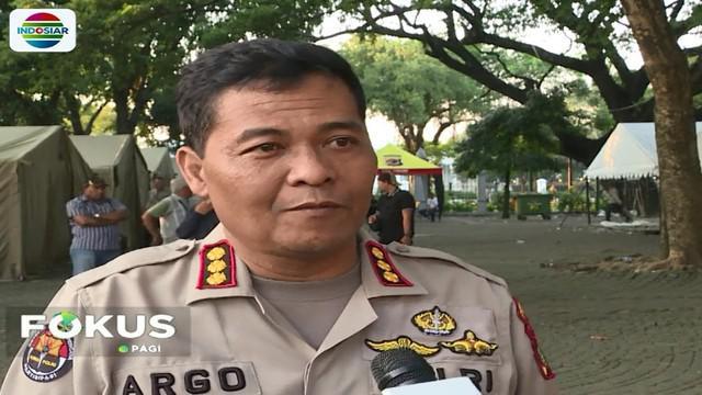 Kabid Humas Polda Metro Jaya Kombes Pol Argo Yuwono membantah dua anak berusia 11 dan 13 tahun meninggal dunia akibat ikut mengantre sembako.