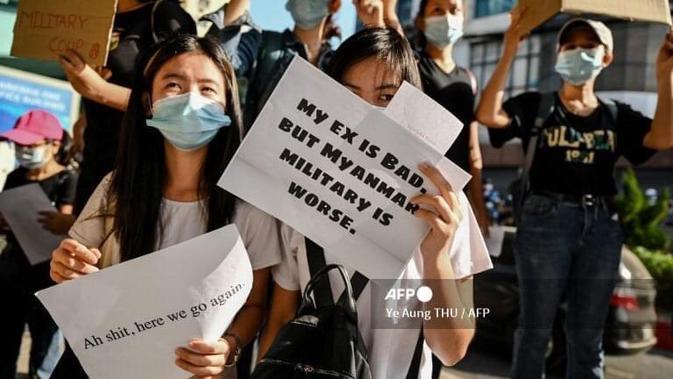 Anak-anak muda Myanmar ikut protes kudeta militer. Dok: Ye Aung Thu/AFP