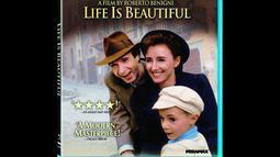 Life is Beautiful (1997).Tak ingin melihat anaknya trauma, seorang pria bernama guido, yang keturunan italia-yahudi, berusaha membuat kejadian penangkapannya ke perkumpulan yahudi menjadi suatu permainan (Istimewa)