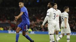 Penyerang Olympiakos, Youssef El-Arabi (kiri) berselebrasi usai mencetak gol ke gawang Tottenham Hotspur pada pertandingan Grup B Liga Champions di Stadion Tottenham Hotspur di London utara (26/11/2019). Tottenham menang telak 4-2 atas Olympiakos. (AP Photo/Matt Dunham)