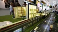 Maket plan tower apartemen yang terintegrasi dengan LRT pada pameran Indonesia Property Expo 2018 di JCC Jakarta, Senin (24/9). Perusahaan konstruksi BUMN ini menginvestasi Rp1,2 T untuk pembangunan LRT City Green Avenue. (Liputan6.com/Fery Pradolo)
