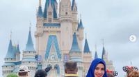 Pengalaman berhijab Kartika Putri selama di Amerika dibagikan dalam akun Instagramnya. (dok. Instagram @kartikaputriworld/https://www.instagram.com/p/Btce9fLHLTD/Esther Novita Inochi)