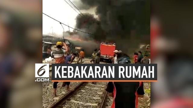 Kebakaran rumah-rumah bedeng di pinggir rel kereta api, terjadi di daerah Rawa Buaya, Duri Kosambi, Jakarta Barat.