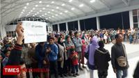 Ribuan warga Lombok menyemut menjemput sanak saudaranya yang eksodus pasca gempa. (TIMES Indonesia/Abdul Muis)