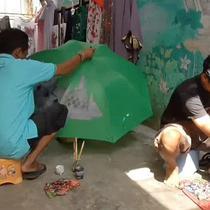 perhelatan Asian Games di Jakarta membawa berkah bagi pengerajin sovenir di Kota Solo.  Selain pesanan mereka juga mengikuti pameran di Jakarta dan Korea Selatan