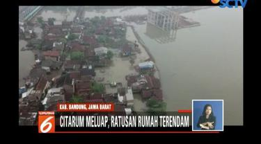 Sungai Citarum meluap, akibatnya banjir masih merendam tiga kecamatan di Kabupaten Bandung Jawa Barat. Sementara ratusan warga kini mengungsi di sejumlah posko.