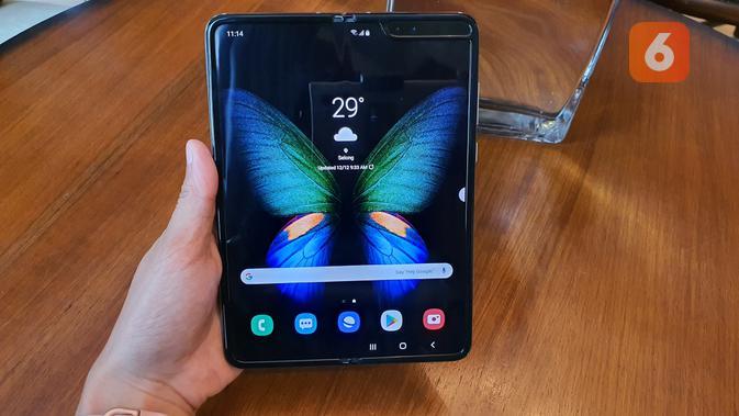 Tampang Galaxy Fold saat layar seluas 7,3 inci dibuka (Liputan6.com/ Agustin Setyo W)