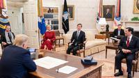 Donald Trump didampingi Penasihatnya, Jared Kushner dan Ivanka Trump serta CEO US IDFC Adam Boehler bertemu Menko Marves Luhut Binsar Pandjaitan. (Kemenko Marves)