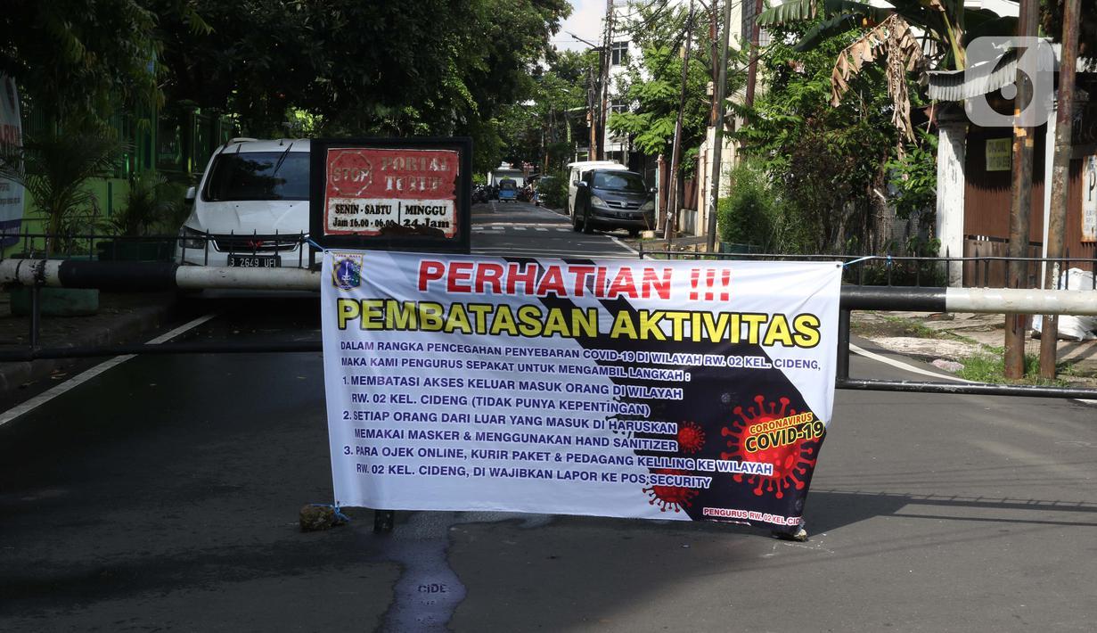 Foto Warga Perumahan Lakukan Pembatasan Aktivitas Secara Swadaya News Liputan6 Com