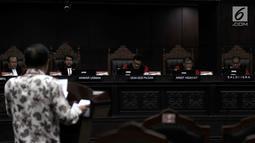 Suasana sidang pembahasan UU No. 19 Tahun 2003 tentang BUMN di MK, Jakarta, Rabu (18/4). Pengujian UU BUMN dimohonkan oleh Albertus Magnus Putut Prabantoro dan Letjen TNI (Purn) Kiki Syahnarki. (Merdeka.com/Iqbal Nugroho)