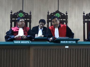 Majelis Hakim memimpin sidang cerai mantan gubernur DKI Jakarta Basuki Tjahaja Purnama atau Ahok dengan Veronica Tan di PN Jakarta Utara, Rabu (21/3). Sidang tersebut memasuki tahap kesimpulan. (Liputan6.com/Arya Manggala)