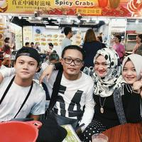 Sule, Lina, dan dua anak mereka, Rizky Febian dan Putri Delina. (Instagram/putridelinaa)