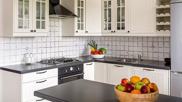 8 Cara Mudah Untuk Membuat Dapur Kecil Anda Terlihat Lebih Luas